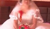 رجل يفاجأ بحفل زفاف زوجته على آخر