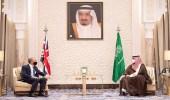 """بالفيديو.. سمو ولي العهد يلتقي في مكتبه بـ""""نيوم"""" وزير الخارجية البريطاني"""