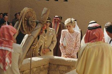 الأميرة ديانا في زيارة إلى المملكة عام 1406ھ