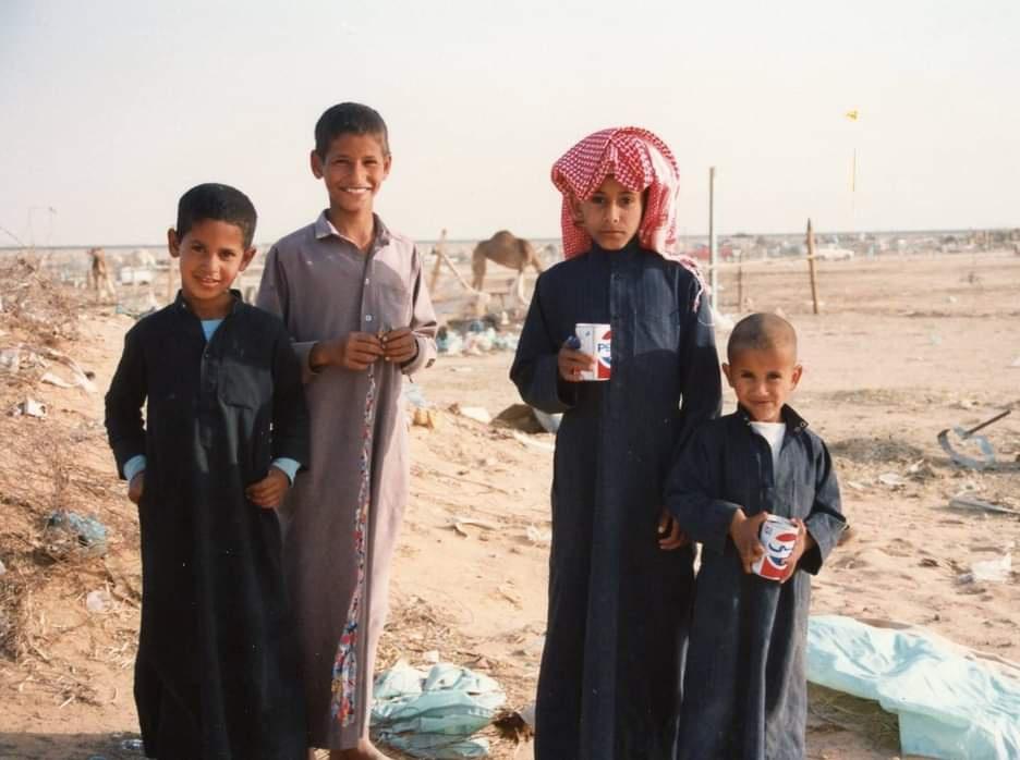 مجموعة من الأطفال يلهون بالرياض عام 1988