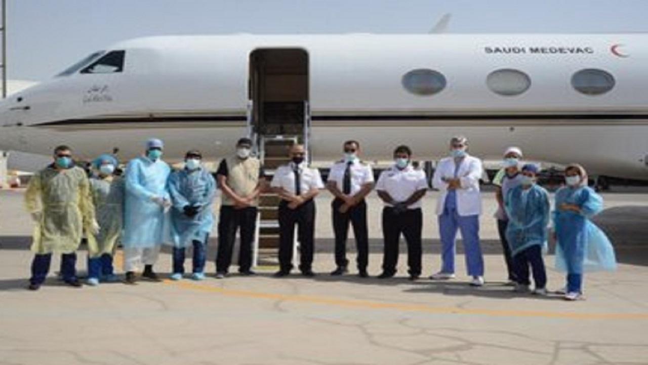 بالصور .. نقل مواطن مصاب بكورونا من الأردن إلى المملكة تنفيذًا لتوجيهات ولي العهد