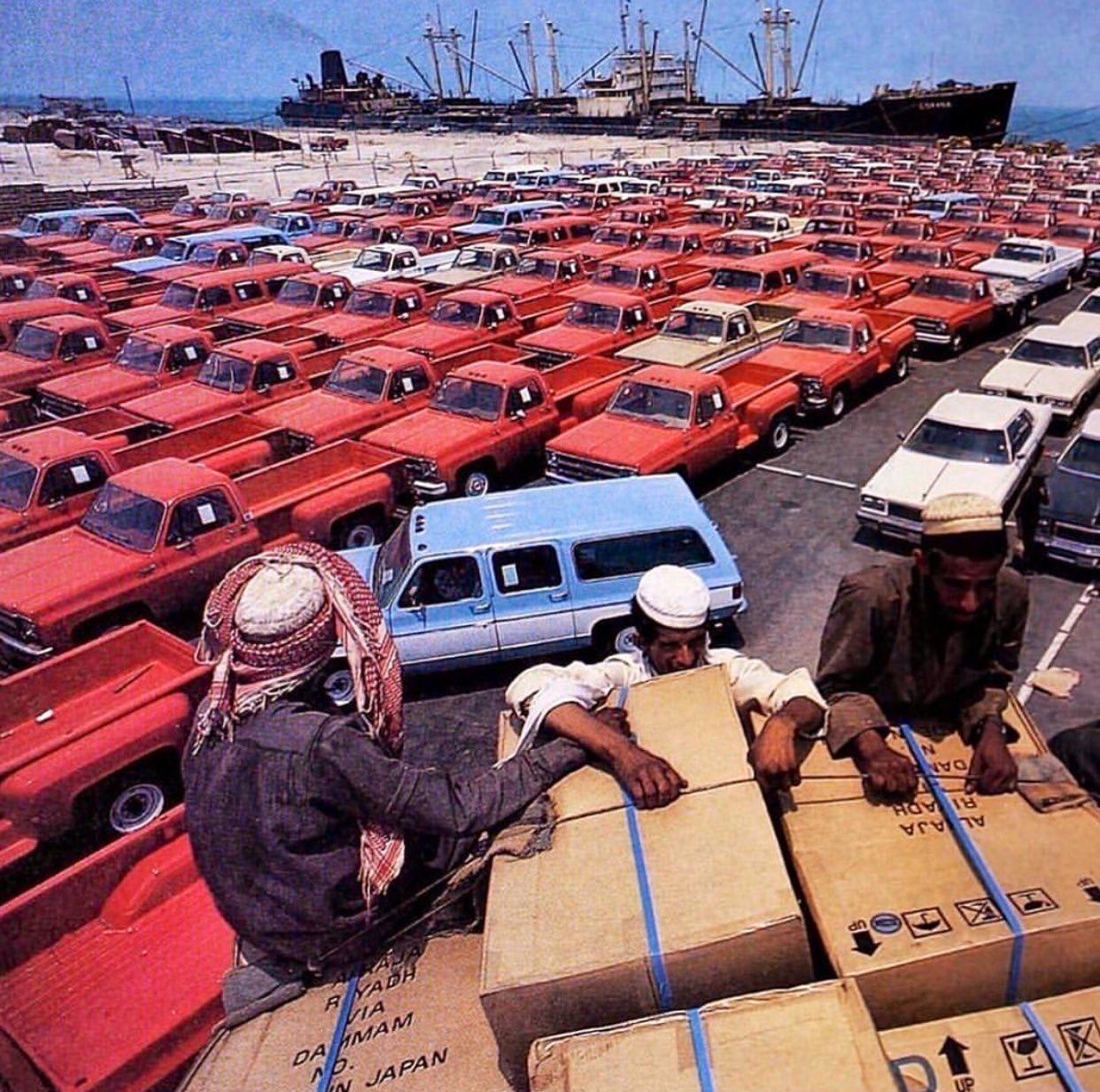 شحنة من سيارات GMC في الدمام قديما