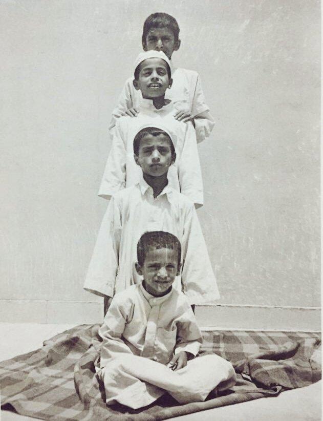 صورة طريفة لأطفال بالماضي