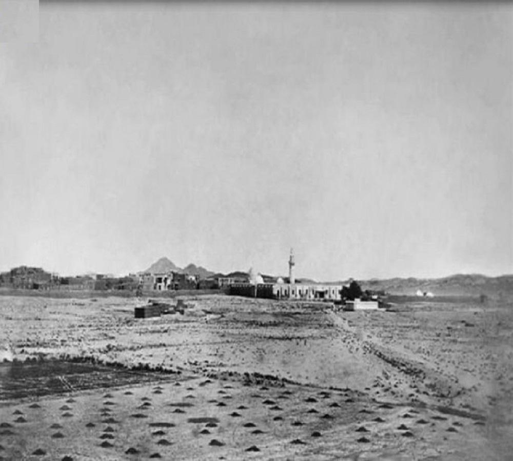 صورة نادرة لمسجد عبدالله بن العباس بالطائف قبل 100 عام