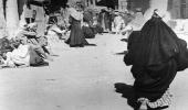 """""""لَئِن شَكَرْتُمْ لَأَزِيدَنَّكُمْ""""..صورة قبل 69 عاما تكشف النعمة التي غيرت حياة السعوديين"""