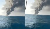 شاهد.. غرق سفينة للجيش الإيراني بعدما التهمتها النيران بالكامل