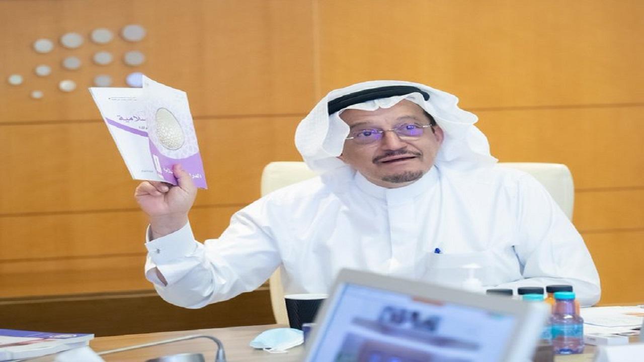 حمد آل الشيخ : التعليم في عهدة الدولة وقراراته محصّنة