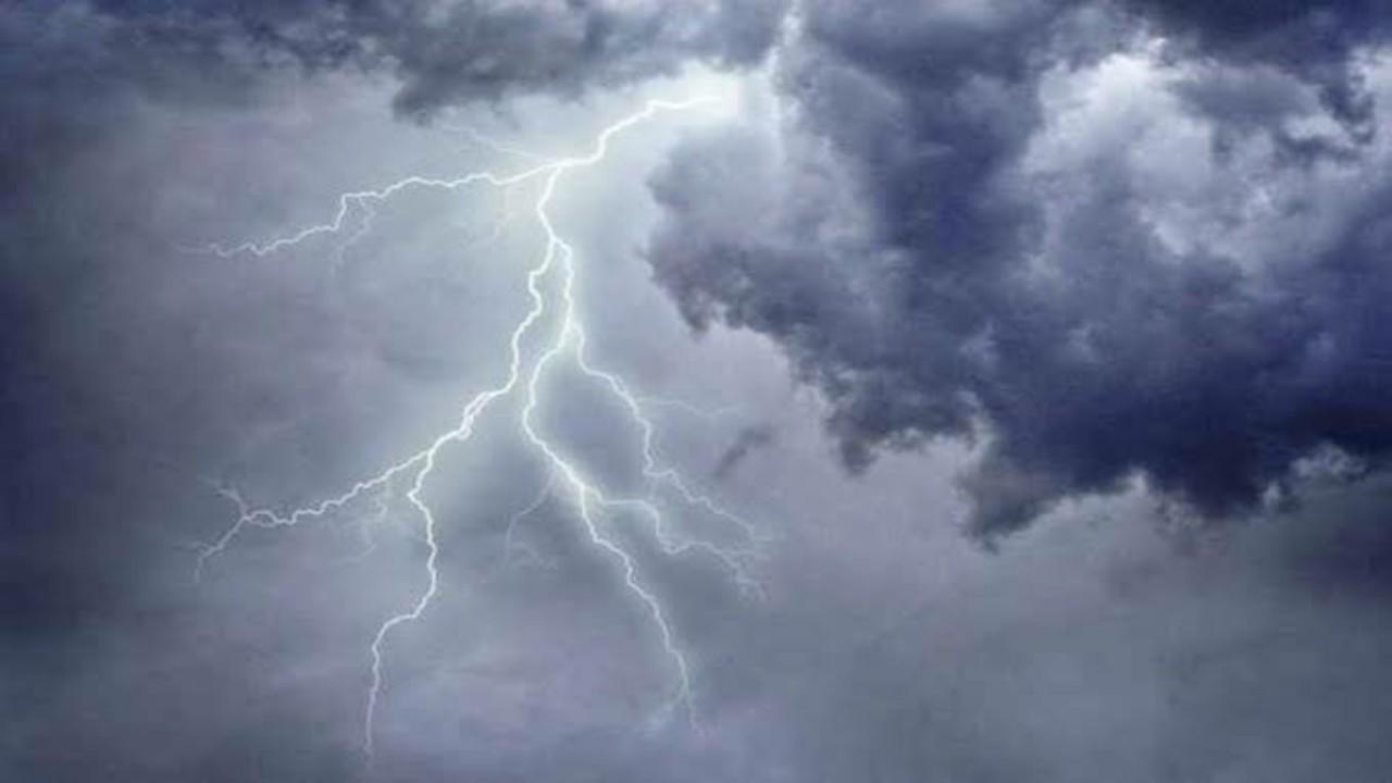 الأرصاد: سماء غائمة وسحب رعدية ممطرة على عدة مناطق