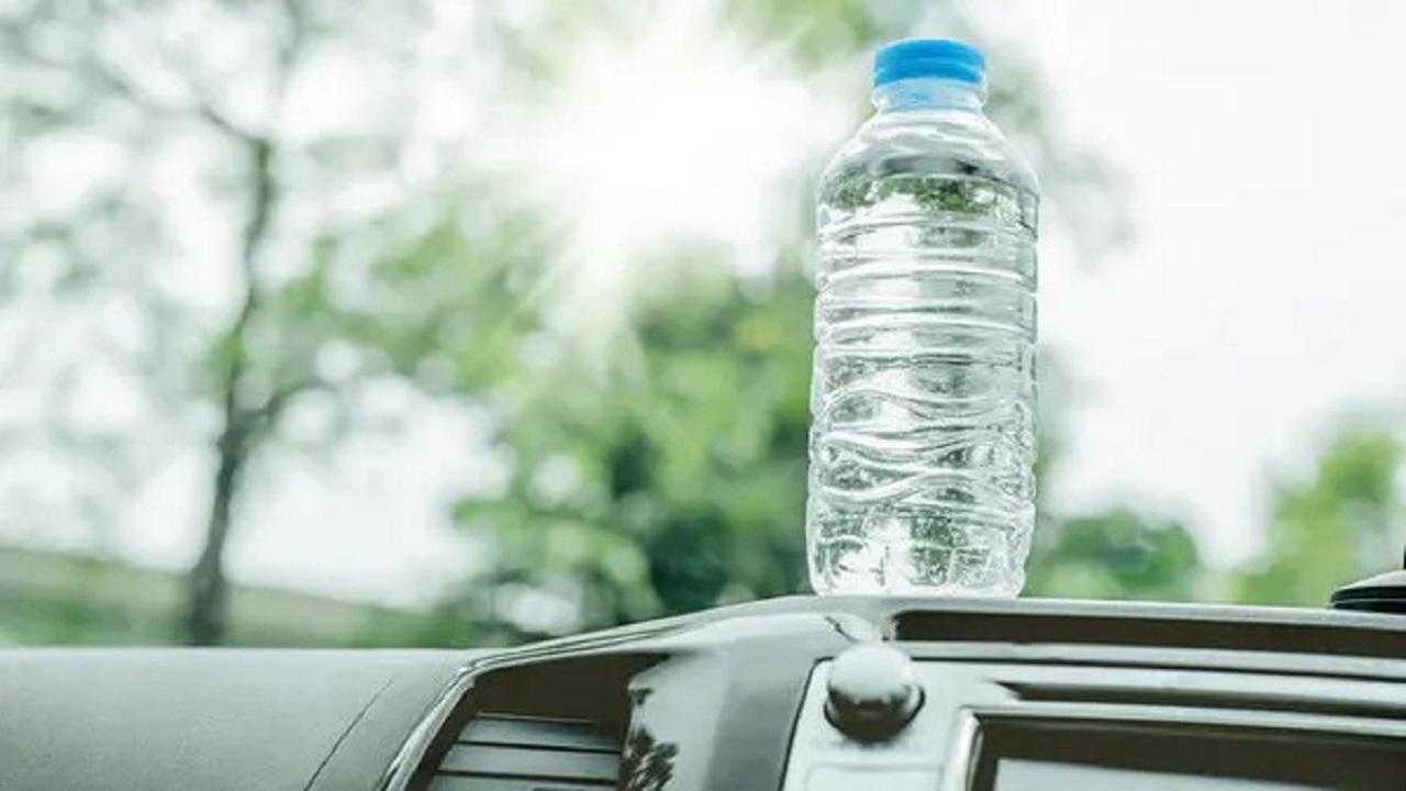 بالفيديو .. باحث يحذر: وضع المياه في قارورة بلاستيكية بالسيارة له مخاطر عالية