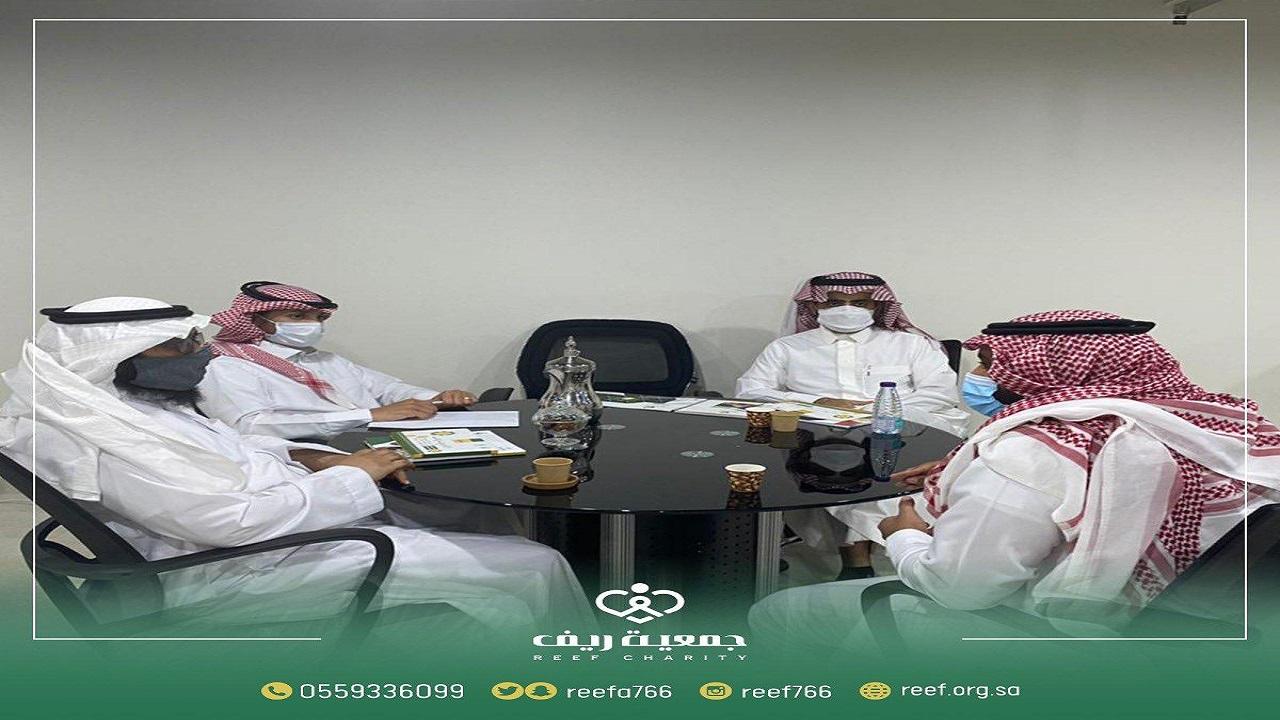 ريف الأهلية تستقبل وفدًا من جمعية مشاريع لبحث سبل التعاون والتهيئة
