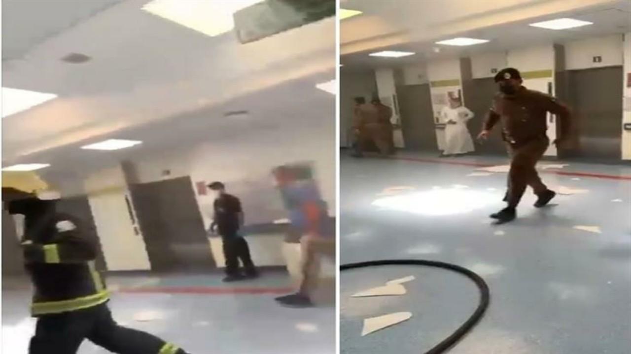 """الدفاع المدني يسيطر على حريق اندلعفي مستشفى الملك سعود بعنيزة """"فيديو"""""""