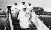 صورة نادرة للملك فيصل والملك عبدالله بملابس الإحرام في جدة
