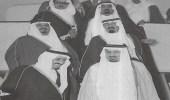 لحظة وصول الملك خالد للرياض واستقبال الملك سلمان له أثناء توليه إمارة الرياض (صورة)