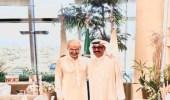 الفنان الكويتي عبدالله الرويشد يلتقي بالأمير الوليد بن طلال