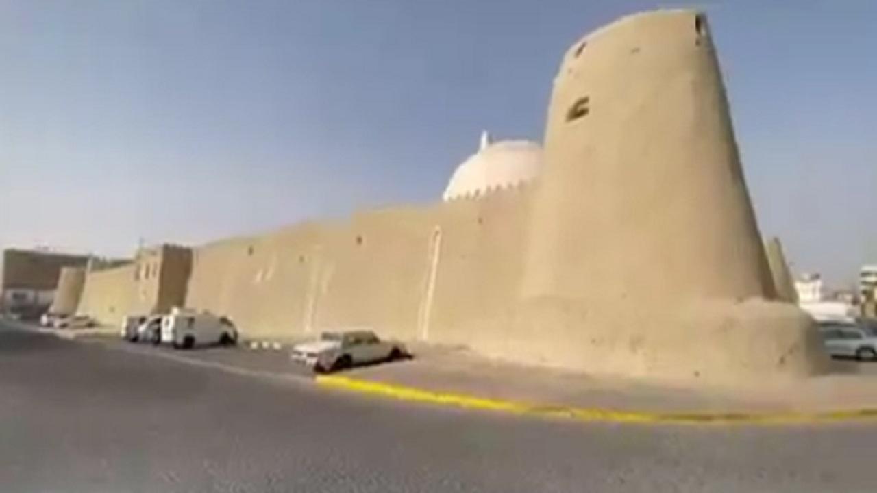 بالفيديو .. قصة بناء قصر السراج التاريخي أشهر قصور الأحساء