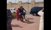 """بالفيديو.. رجال أمن الكويت يذبحون الخرفان لنجاة """" ضابط """" خلال مواجهة قاتل والدته"""