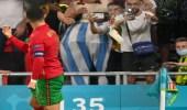 صور.. ردة فعل رونالدو بعد إلقاء الجماهير زجاجات المياه الغازية عليه