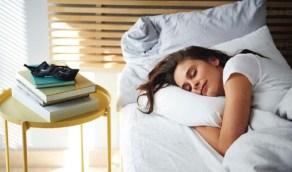 عدد ساعات النوم التي يحتاجها الإنسان يومياً حسب الفئة العمرية