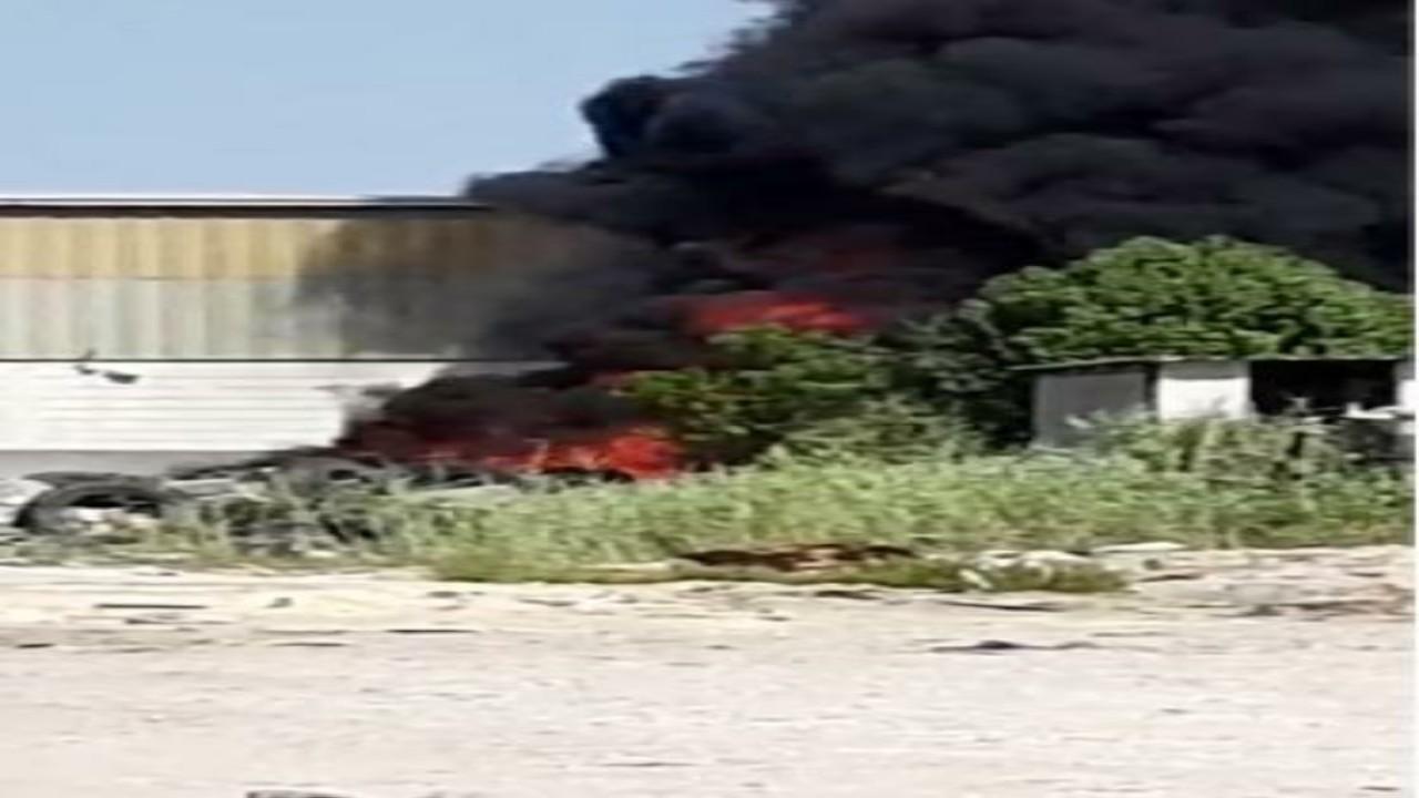 إخماد حريق اندلعفي إطارات مستعملة بأرض فضاء بالدمام