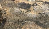 ضبط معدة تقوم بتفريغ الخرسانة في أرض فضاء بالخبر
