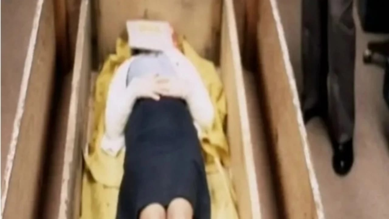 زوجان يحبسان فتاة لـ7 سنوات داخل صندوق