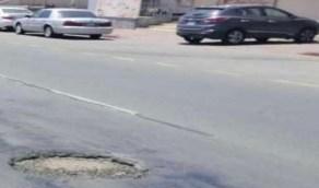 مواطن يشكو من «فتحة حديدية» تُحدث أضرارًا بالغة للسيارات في بلجرشي