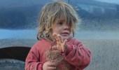 والد الطفلة التي هزت صورتها العالم يكشف حقيقة تعنيفها وموتها جوعا