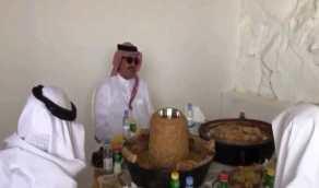 بالفيديو.. أمير عسير يرد ببيت شعر على مواطن تمنى استضافته في مكان يليق به