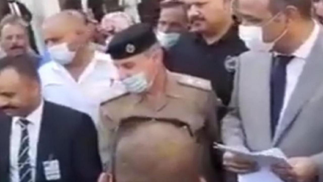 """بالفيديو.. وزير يسخر من شخص يشكو إليه فقره: """"تاخد فياغرا"""""""