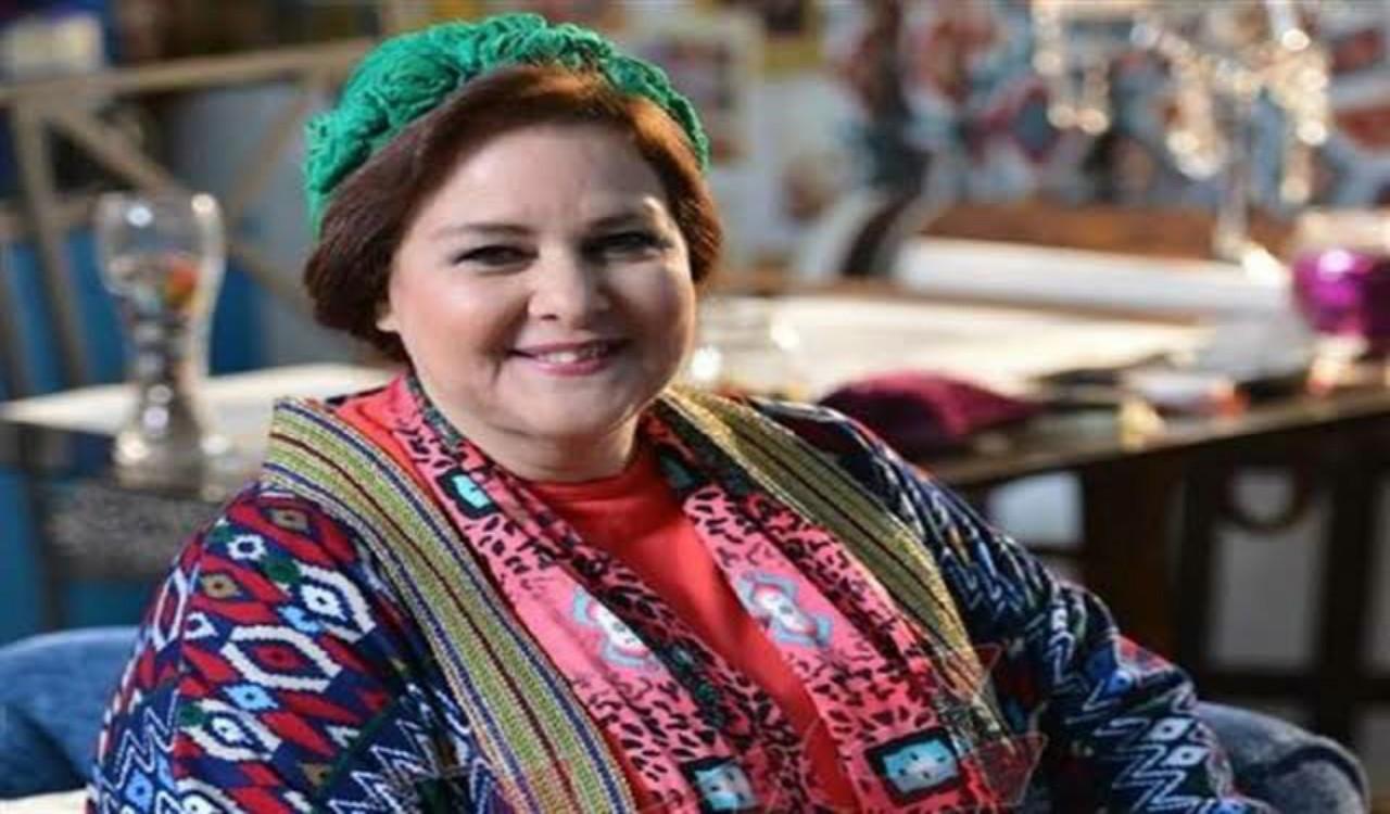 شاهد.. ورقة معلقة على غرفة دلال عبدالعزيز تثير الجدل بين جمهورها