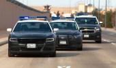 ضبط مخالفين لنظام أمن الحدود بحوزتهما أقراص مخدرة و9480 ريالًا