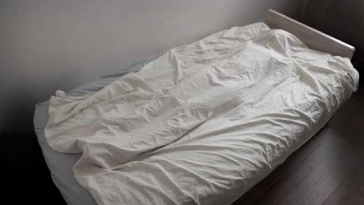رجل يخفي جثة والدته ويحنطها طمعًا في معاشها التقاعدي!