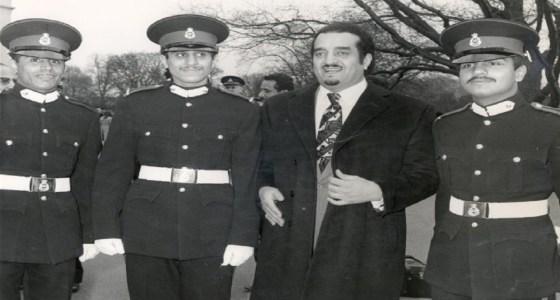 صور نادرة للملك فهد في حفل تخرج ابنه الأمير سلطان والأمير خالد بن بندر