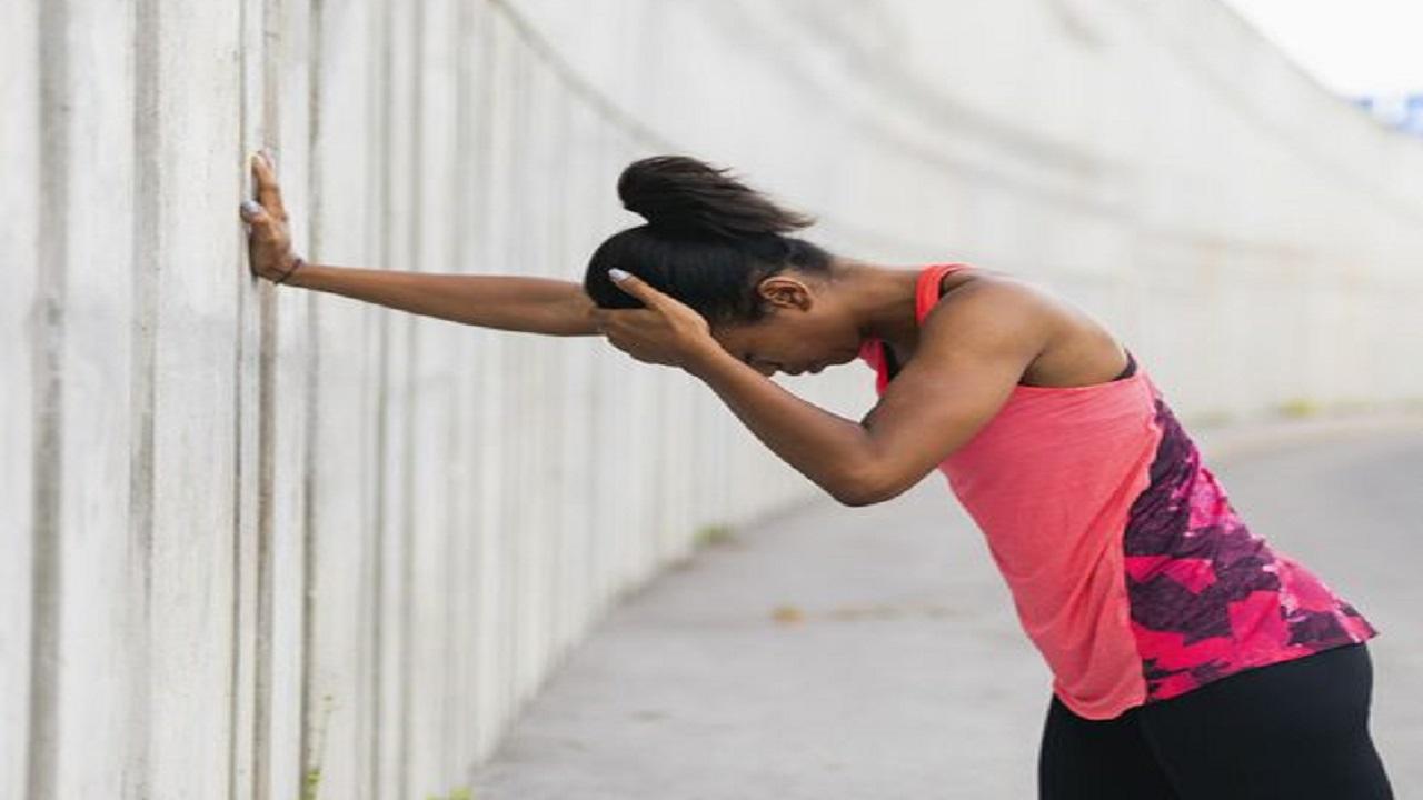 أسباب الإصابة بالصداع بعد ممارسة التمارين الرياضية