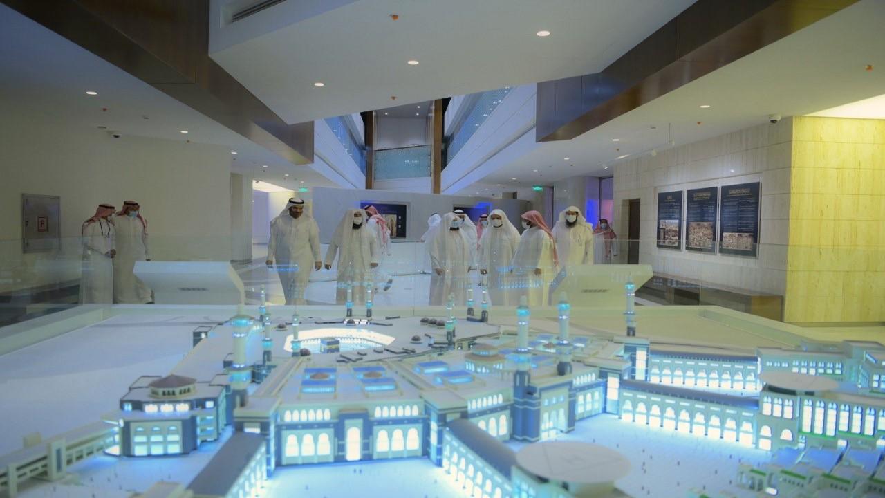 بالصور.. «السديس» يتفقد العمل في معرض عمارة المسجد النبوي استعدادًا لافتتاحه