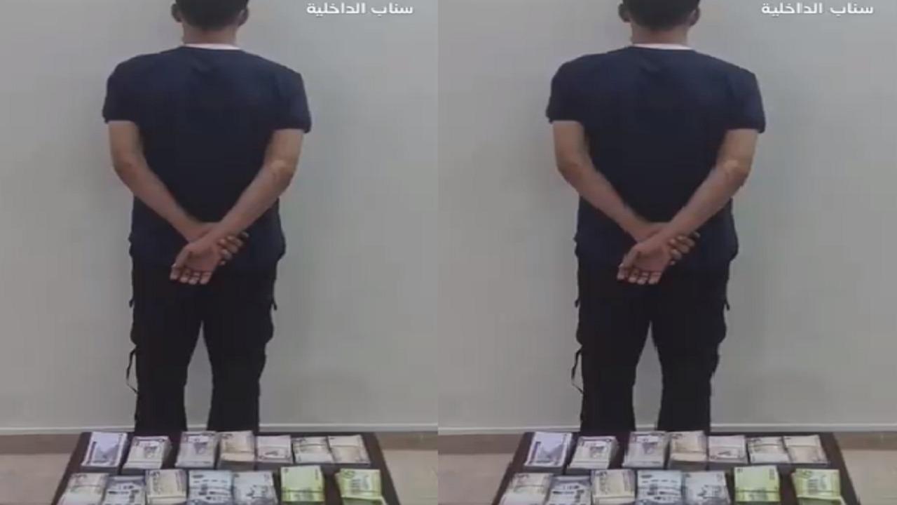 بالفيديو.. القبض على مواطن لسرقته 100 ألف ريال من مؤسسة تجارية بالطائف