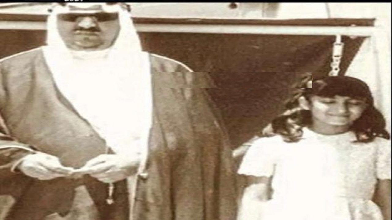 صورة نادرة للملك سعود مع ابنته الأميرة فايزة في أثينا