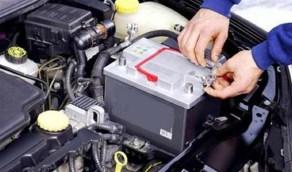 أسباب إضاءة لمبة تحذير البطارية في السيارة