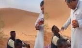بالفيديو.. مواطن ينقذ وافدين تقطعت بهم السبل في صحراء نفود بـ حائل