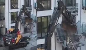 بالفيديو.. مقاول ينتقم من صاحب مبنى سكني بطريقة مروعة لعدم تلقيه أجره