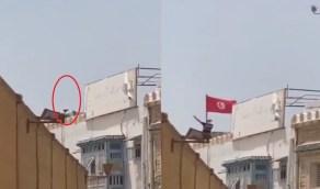 فيديو.. إخواني في تونس يلقي شابًا من أعلى مبنى