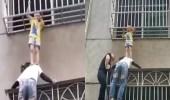 بالفيديو.. امرأة تتعلق بنافذة وتنقذ طفلة من السقوط بشكل بطولي