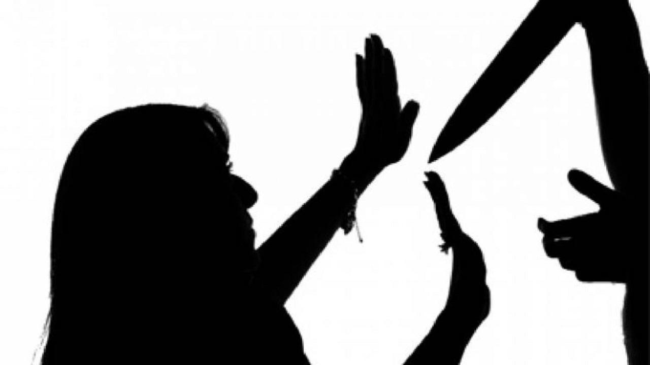 رجل يقتل زوجته بعدما هددته بالخلع في ليلة العيد