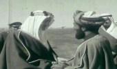 صورة نادرة للسلطان قابوس أثناء زيارته المملكة
