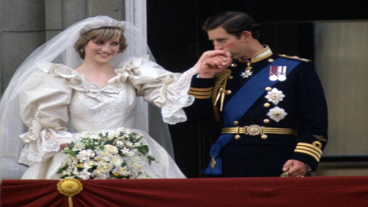 """صورة.. قطعة من """"كعكة زفاف"""" الأمير تشارلز وديانا للبيع!"""