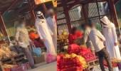 فيديو.. رجل يرتدي النقاب أثناء تسوقه يثير الجدل