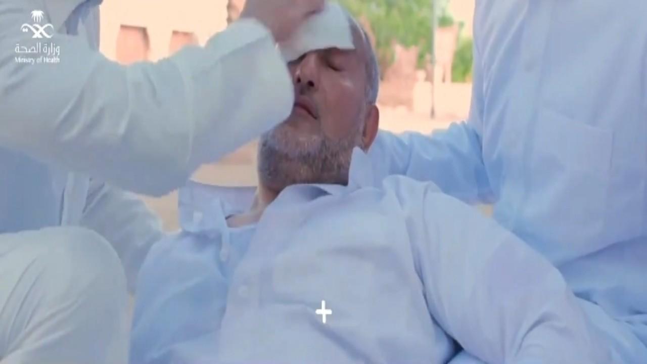 """بالفيديو.. """"الصحة"""" توضح طريقة إسعاف المصاب بالإجهاد الحراري"""