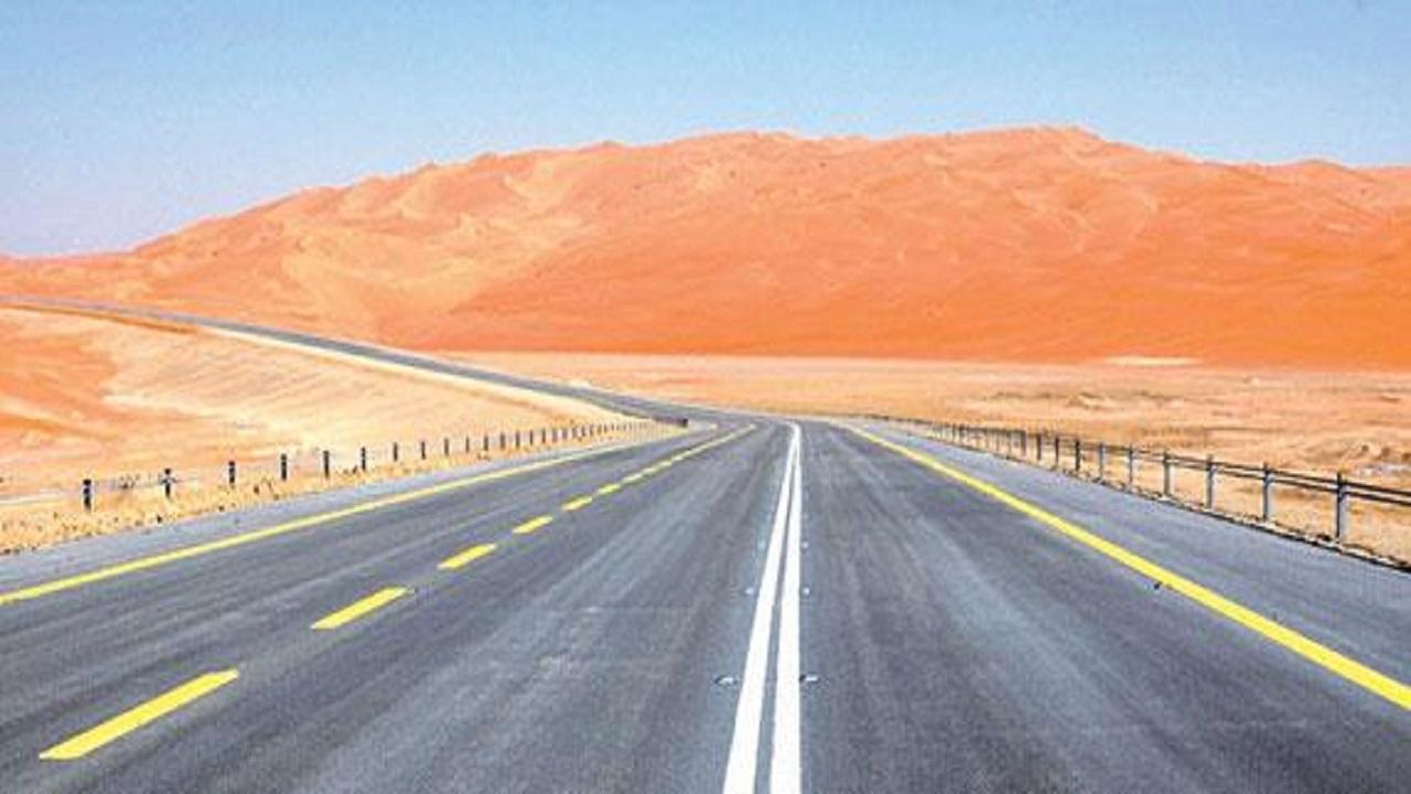بالفيديو.. أبرز المعلومات عن الطريق الرابط بين المملكة و عمان