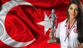 منع مشهورة تركية من صعود طائرة بسبب ملابسها
