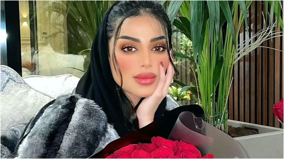 """فاطمة الانصاري تعلق على عدم نشرها لصور عقد قرانها:""""كنت بدون حجاب"""""""